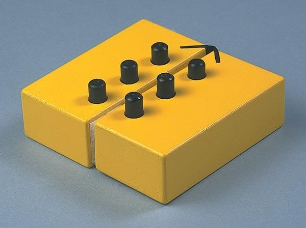 Swing Cell closed to simulate a braille cell