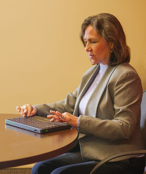 User typing in a meeting on the Mantis Q40