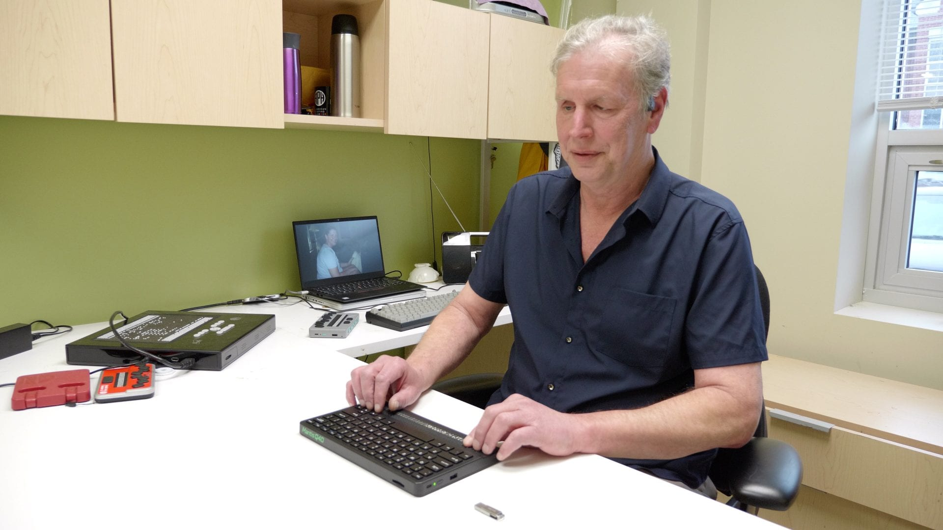 Larry Skutchan sitting in his office using the Mantis Q40 at his desk