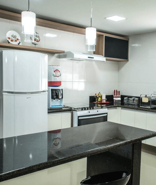 Cozinha Moderna Preto-Madeira
