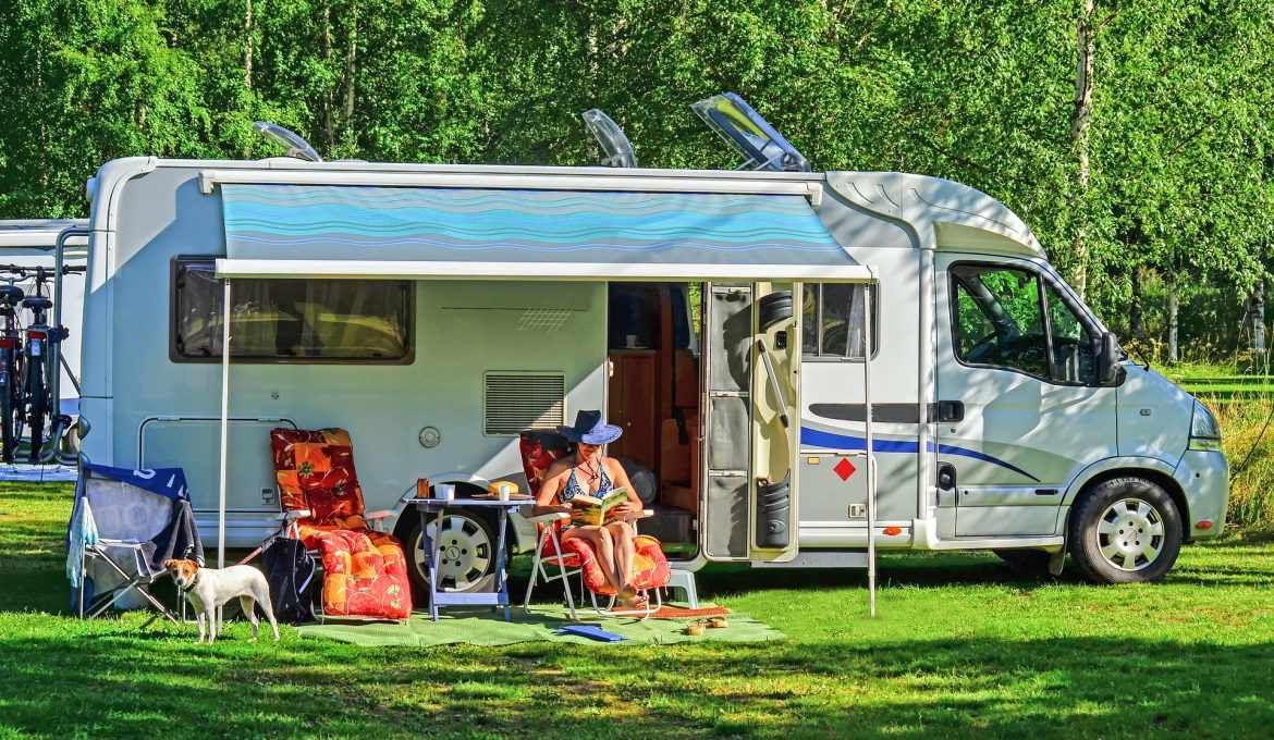 How-to-Keep-Your-RV-Interior-Clean-When-Traveling-with-Pets-Featured-Image