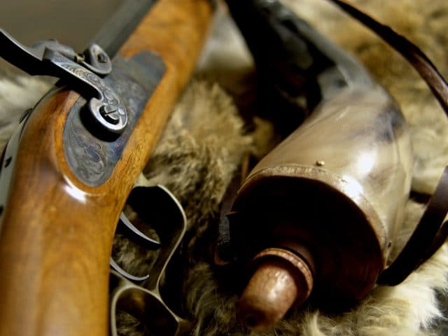 horizontal muzzleloader powder horn muzzle loader wood flintlock flint lock rifle gun outdoor sporting good trigger hunting hunt ramrod war fighting weapon Kentucky rifle 1800 1800s Civil War stock barrel warfare battle antique old fashioned