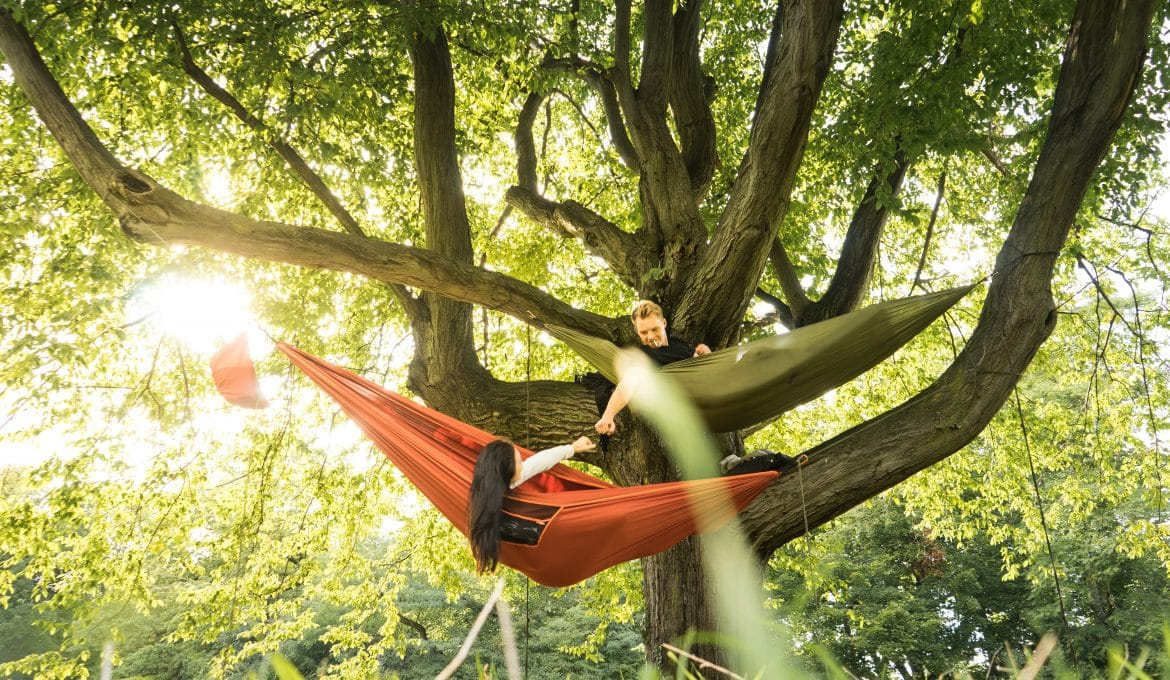 5 reasons why camping hammocks are awesome featured image PC Claudio Hirschberger via Unsplash
