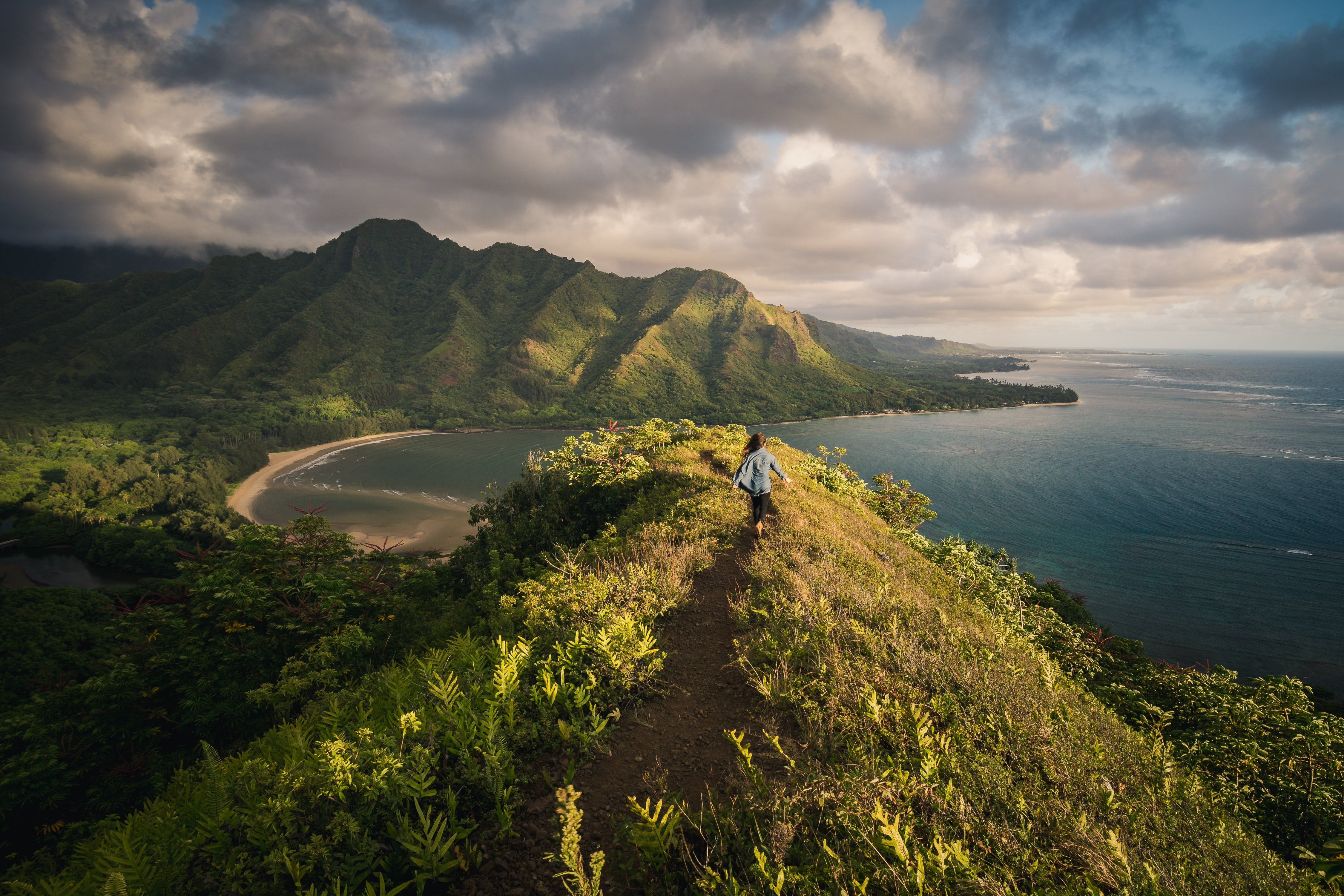 Breathtaking Hiking Trails in the US - Muliwai Trail Photo by Peter Vanosdall on Unsplash
