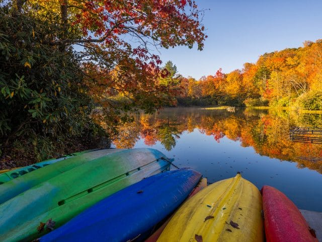 Tips for Finding the Best Kayaking Spots for the Fall