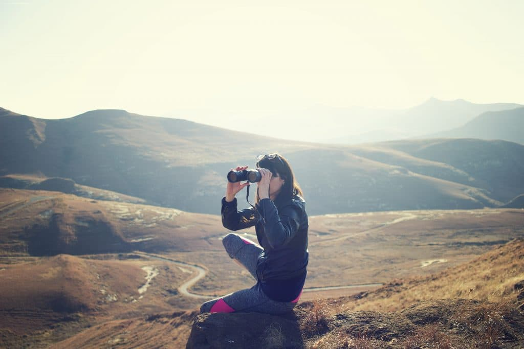 The Best Binoculars for General Outdoor Use Featured Image - Photo by Pawel Janiak on Unsplash