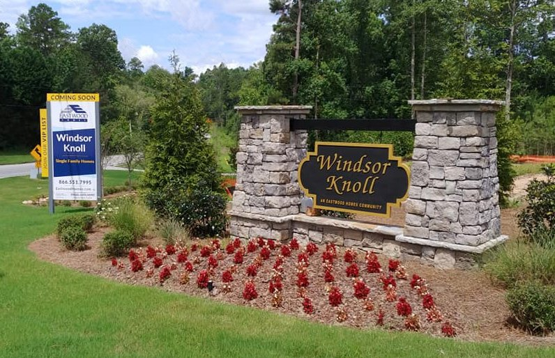 Community sign at Windsor Knoll