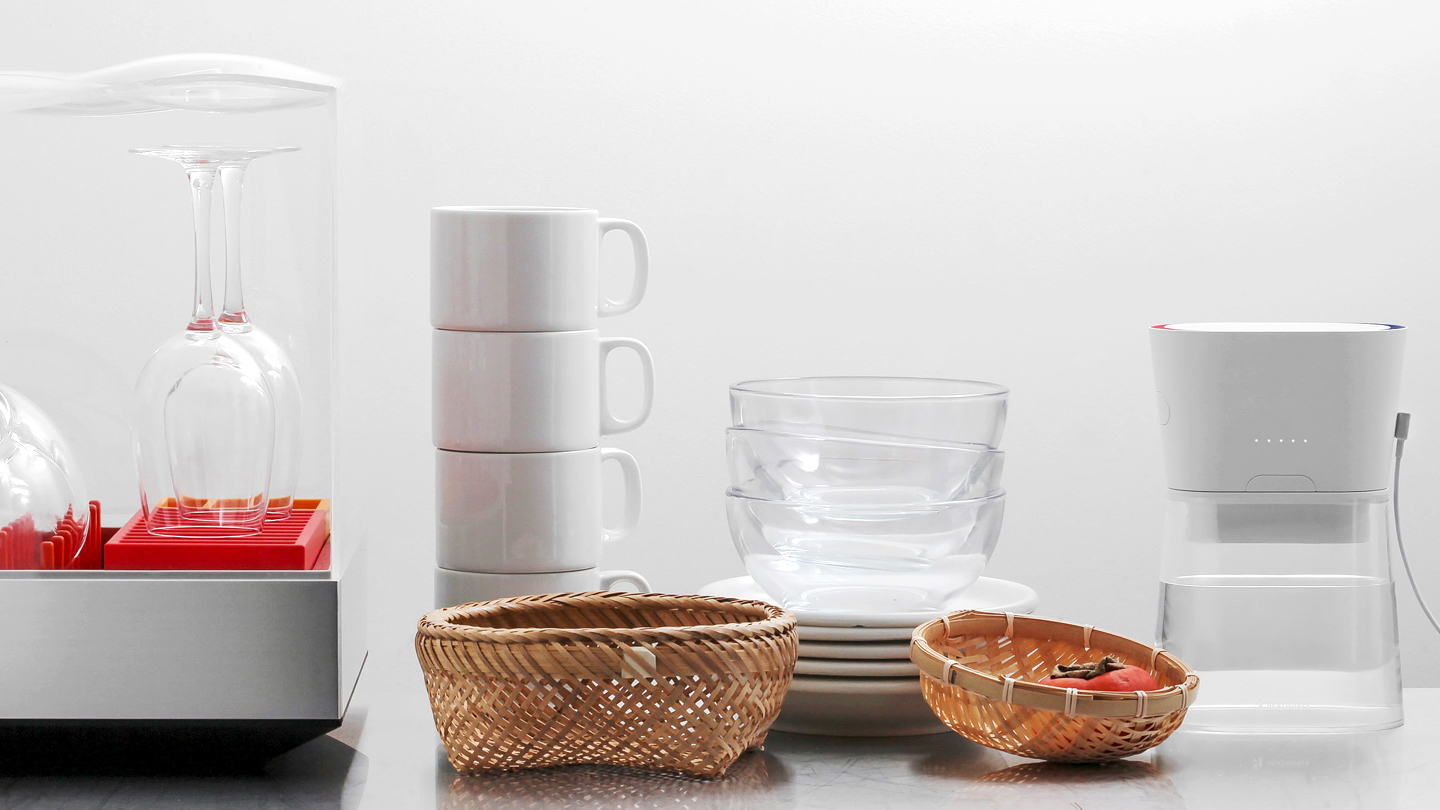 Heatworks Duo carafe, energy-efficient countertop design by frog