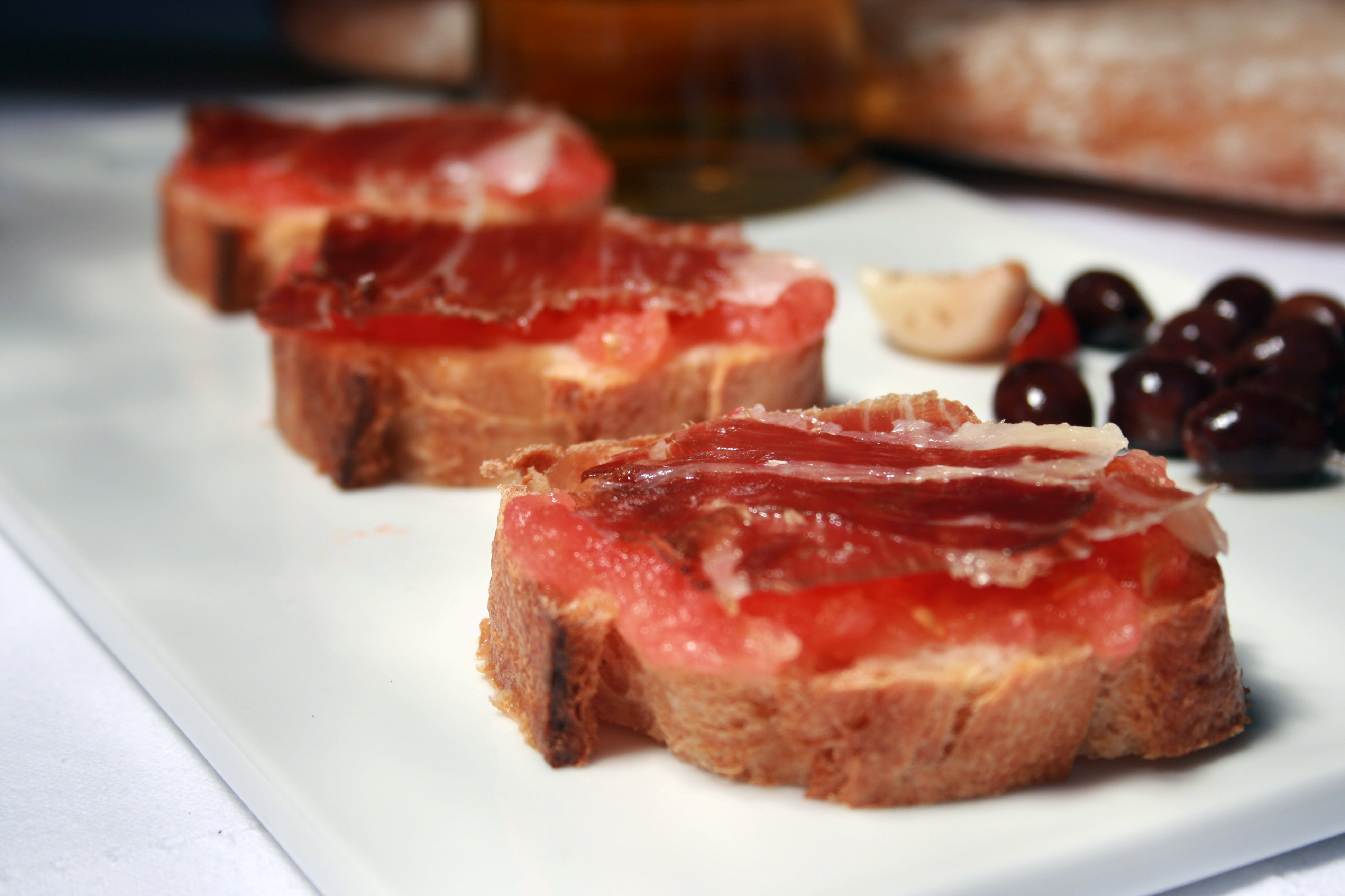 Tomato with Jamon & bread