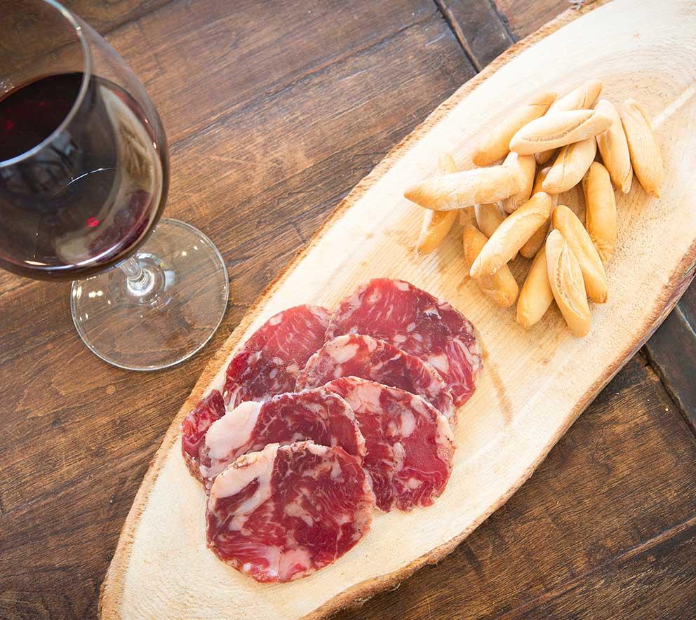 Salchichon Iberico con vino