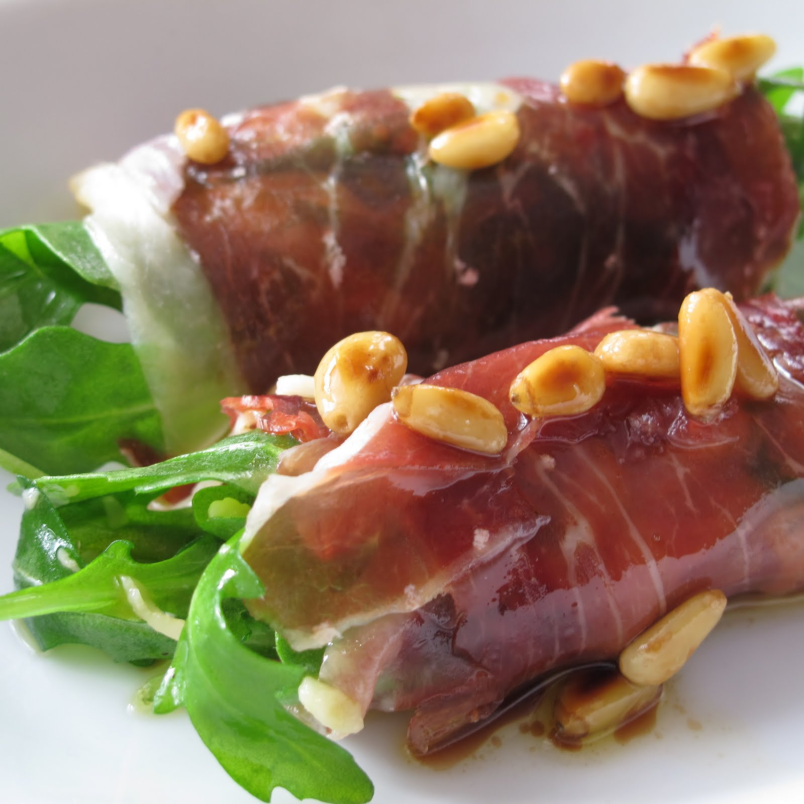 Jamón Ibérico rolls with Arugula and Pine Nuts