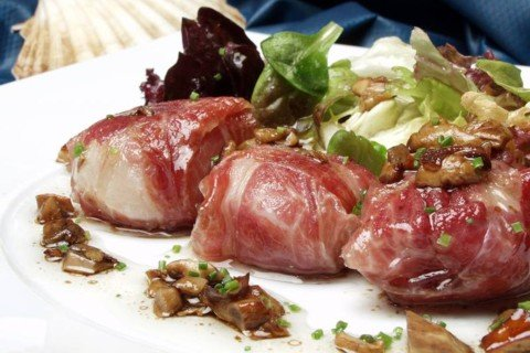 Scallop Salad with Iberico Ham and Mushroom vinaigrette