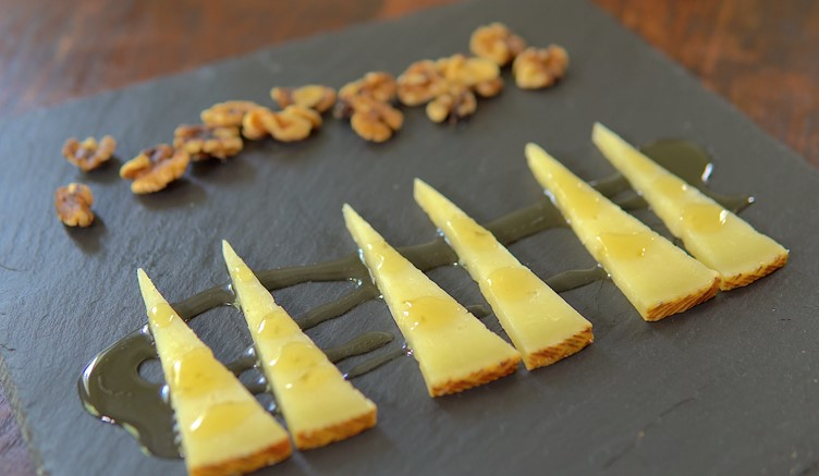 Manchego cheese with honey | Free Shipping | Iberico Club™