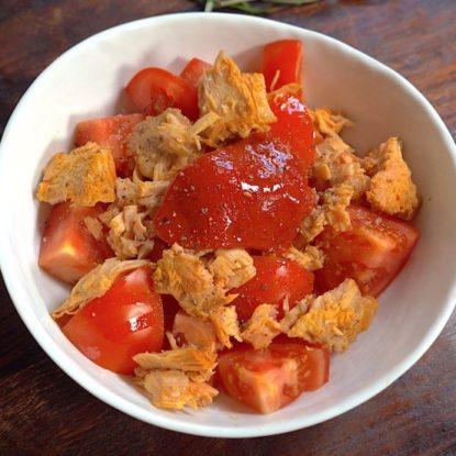 Spanish salad with Tomato, Bonito del Norte tuna and Piquillo Peppers