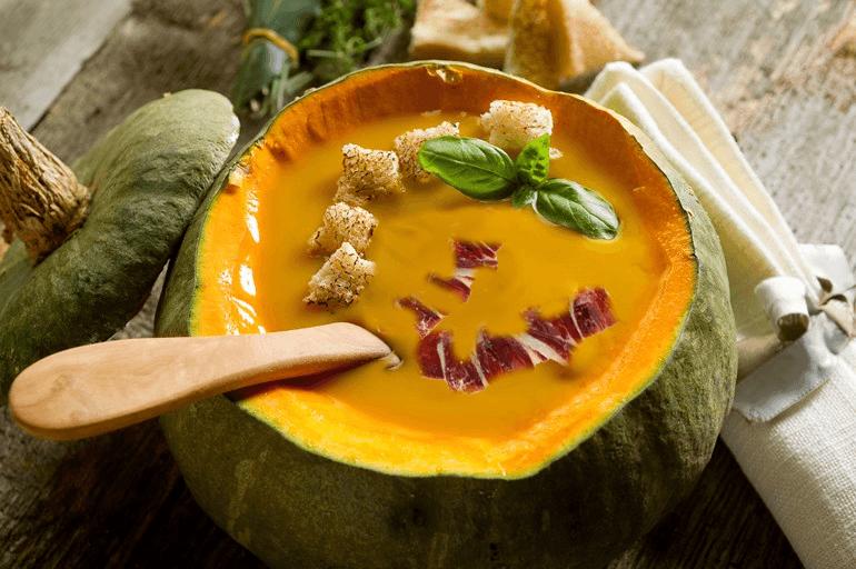 Pumpkin soup with Jamón Ibérico de Bellota and Croutons