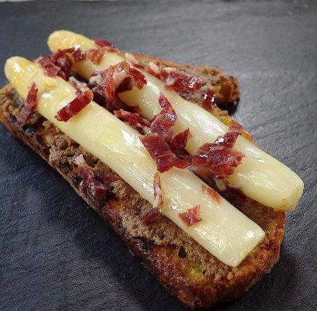 Recipe - Esparragos con Olive spread y jamon