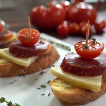 Lomo Ibérico, Manchego Cheese and cherry tomato toast