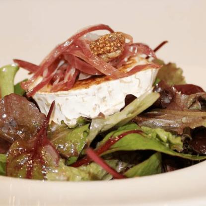 Caramelized goat cheese salad with Jamón Ibérico de Bellota