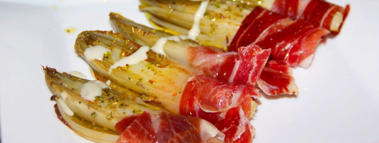 Endives with Iberian ham and cream cheese