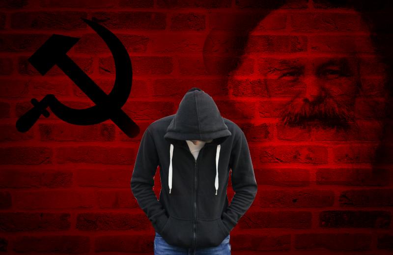 Saiba o que fazer para ajudar seu filho adolescente apaixonado pelas ideias socialistas