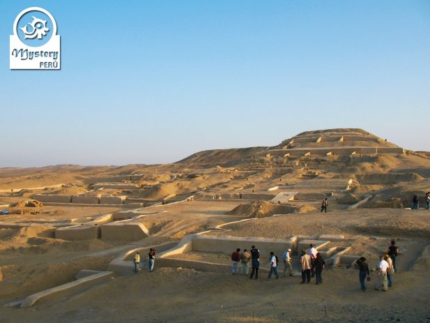 Tour to the Pyramids of Cahuachi in Nazca.