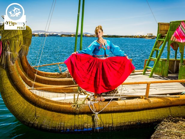 Modelling on a reed boat on Lake Titicaca