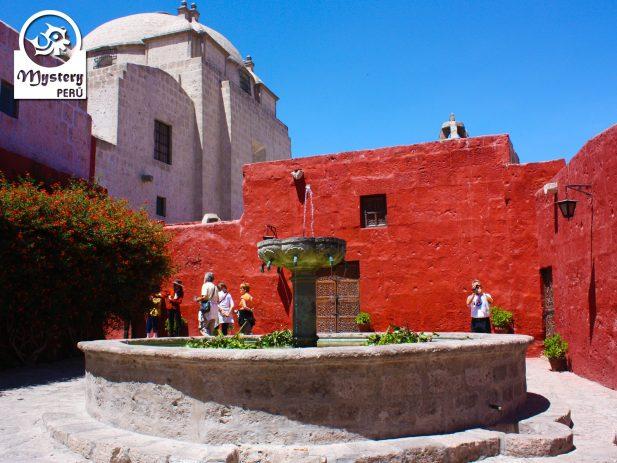 Visit to the Santa Catalina Monastery in Arequipa.