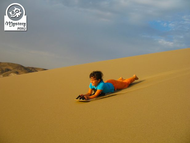 Sandboarding tour to the Usaka Desert in Nazca.
