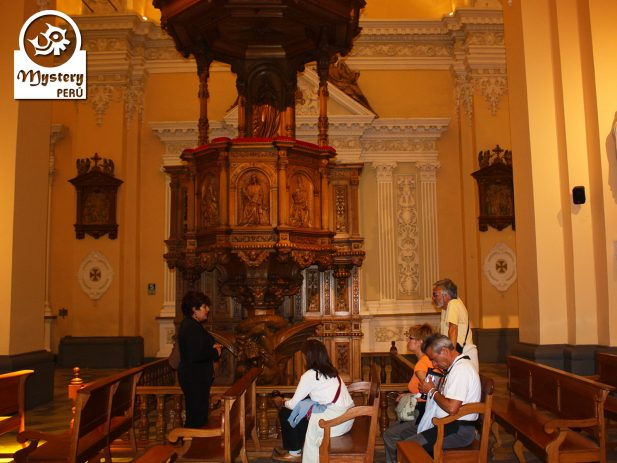 Visit to the Arequipa Cathedral.