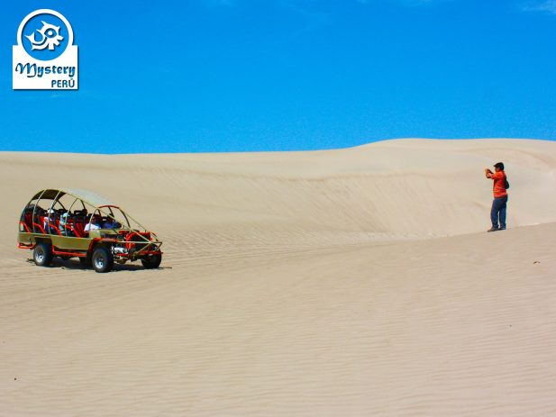 Sandboarding in Paracas 5