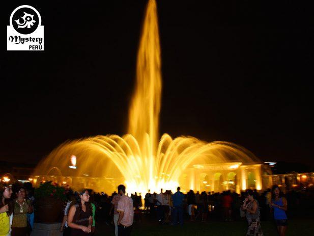 Lima de Noche y Parque Magico de las Aguas 11