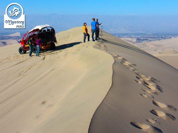 Lineas de Nazca & Oasis Huacachina, Paracas desde Cusco & Bus a Lima 3 Dias 8