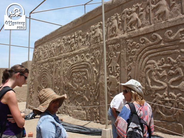Tour a la Huaca del Dragon 6