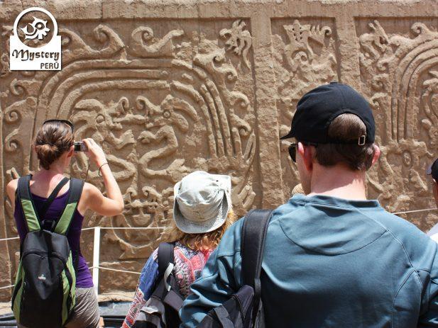 Tour a la Huaca del Dragon 8
