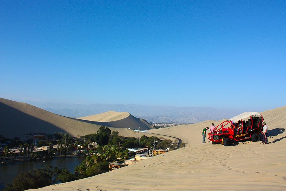 Passeio de buggy e sandboard nas dunas de Huacachina