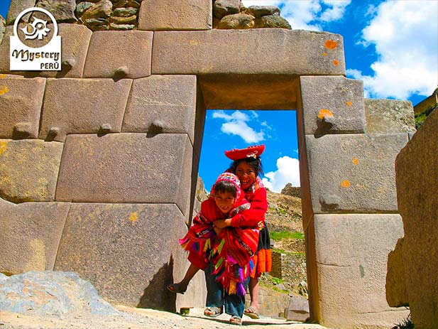 Tour to the Sacred Valley of Cuzco ending in Ollantaytambo