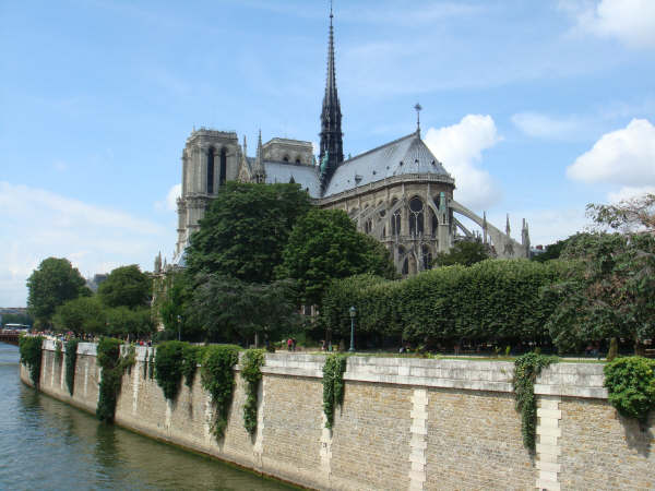 Behind Notre Dame with a peek at the Seine