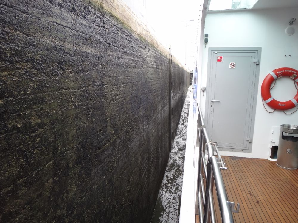 Note the clearance!  We never once bumped the walls when the captain was at the helm.
