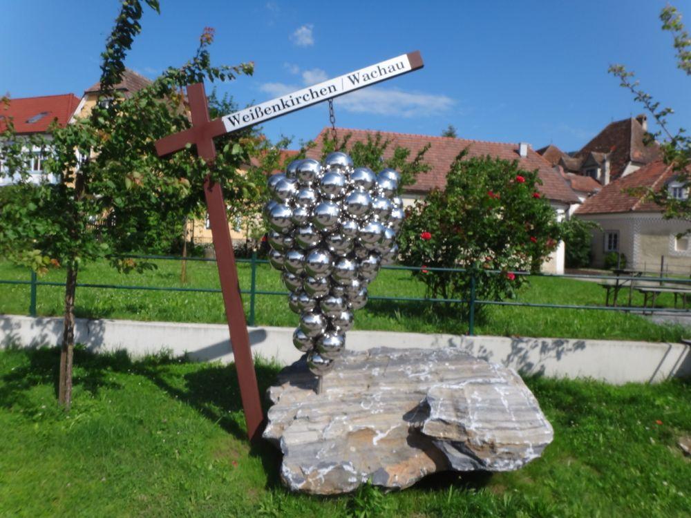 Silver grapes Weissenkirchen
