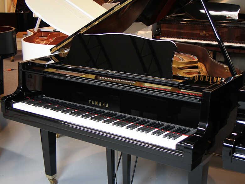 Yamaha GH1 Baby Grand Piano - FREE Shipping!