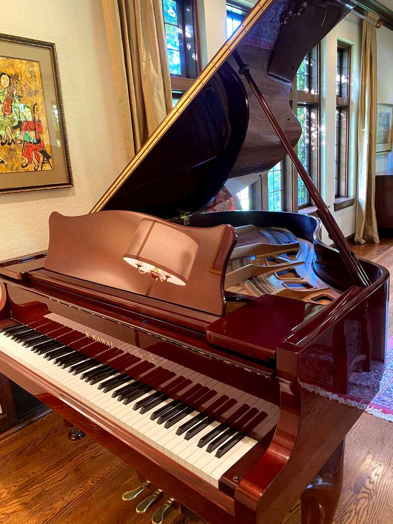 Kawai Grand in excellent condition
