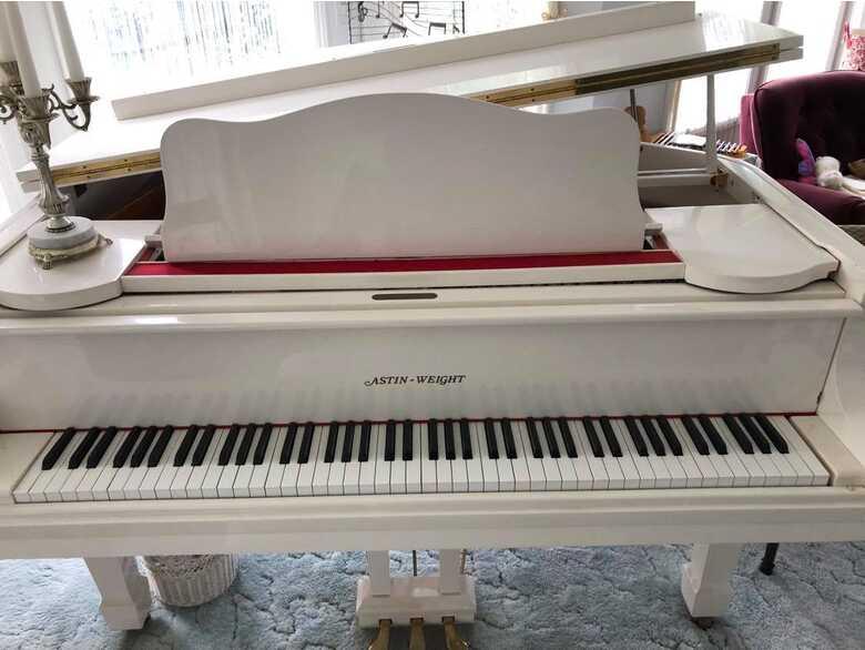 Glossy White Astin-Weight Grand Piano