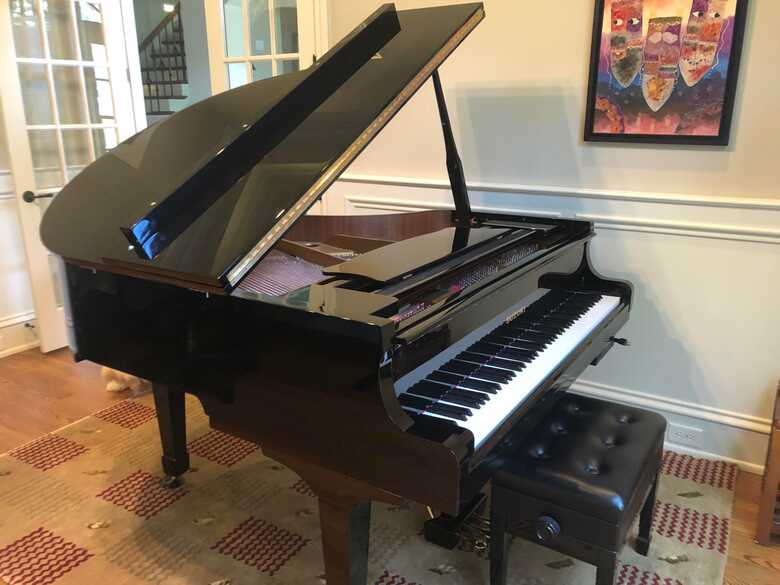 Suzuki Grand Piano