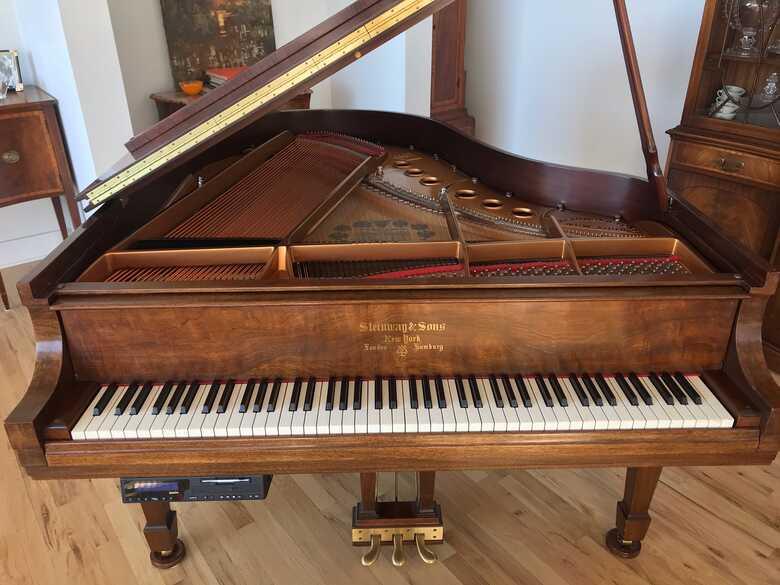 STEINWAY MODEL M MAHOGANY PIANO MINT CONDITION