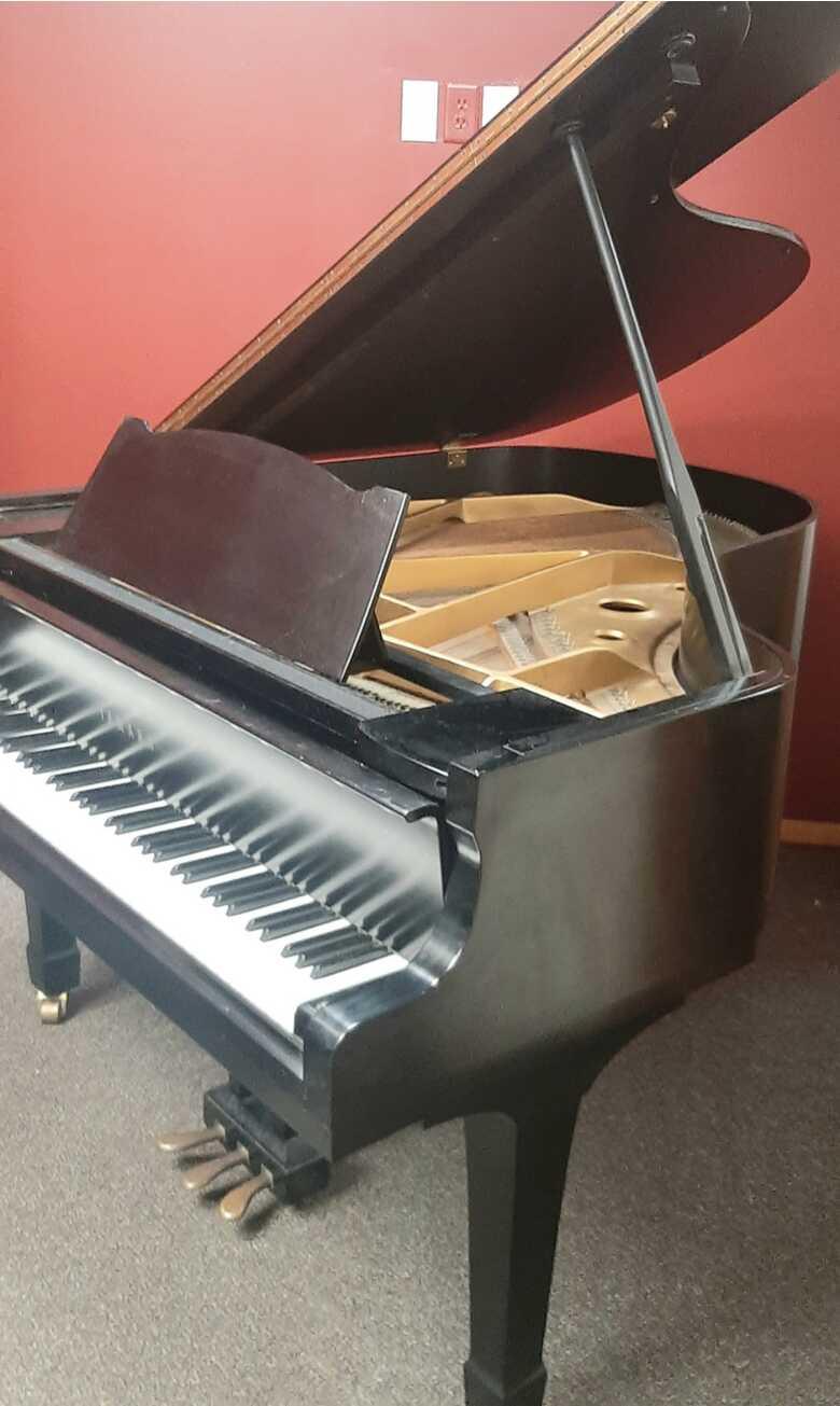 Yamaha G2 Piano 1970 Black / Ebony Baby Grand