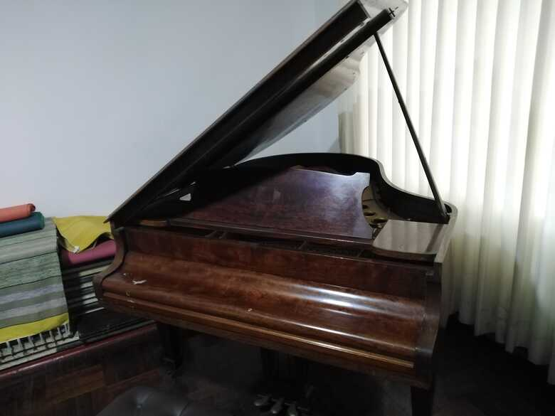 """Steinway model M """"Baby"""" 1950 Grand Piano"""