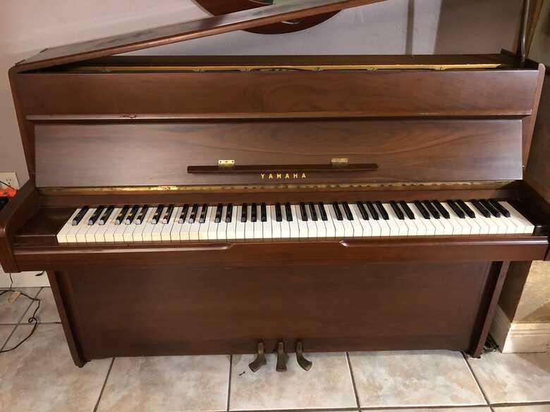 1966Yanaha Piano