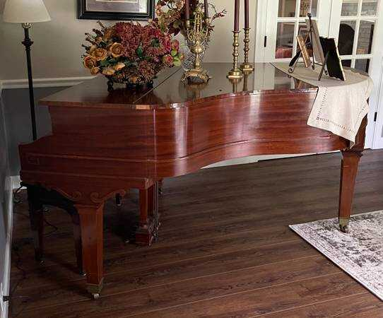 Vintage 1989 Everett Baby Grand Piano