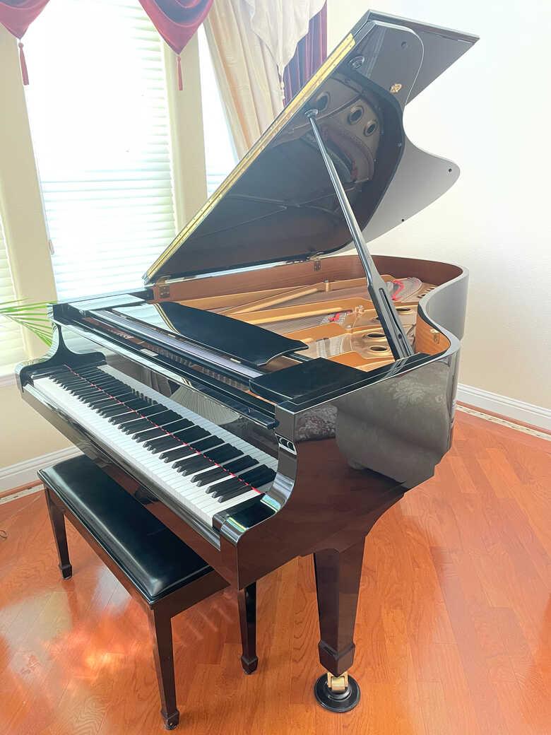 Beautiful S6 Yamaha Master Concert Series Piano