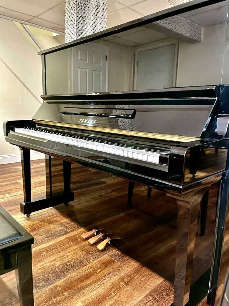 absolutely amazing UPRIGHT Yamaha U3 PIANO